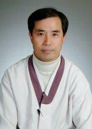 마크 리퍼트 주한미국대사를 공격한 김기종씨. (우리마당 블로그 캡처) /뉴스1 © News1