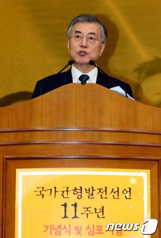 [사진]인사말하는 문재인 새정치민주연합 당대표