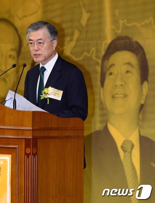 [사진]국가균형발전선연 11주년 기념 학술심포지엄 참석한 문재인