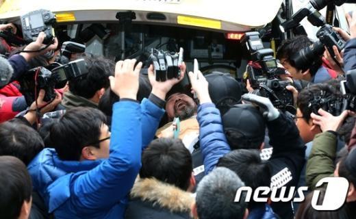 [사진]리퍼트 대사 습격범 '키리졸브 중단하라'
