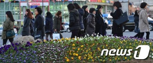 [사진]3월의 한파주의보 '움츠린 퇴근길'