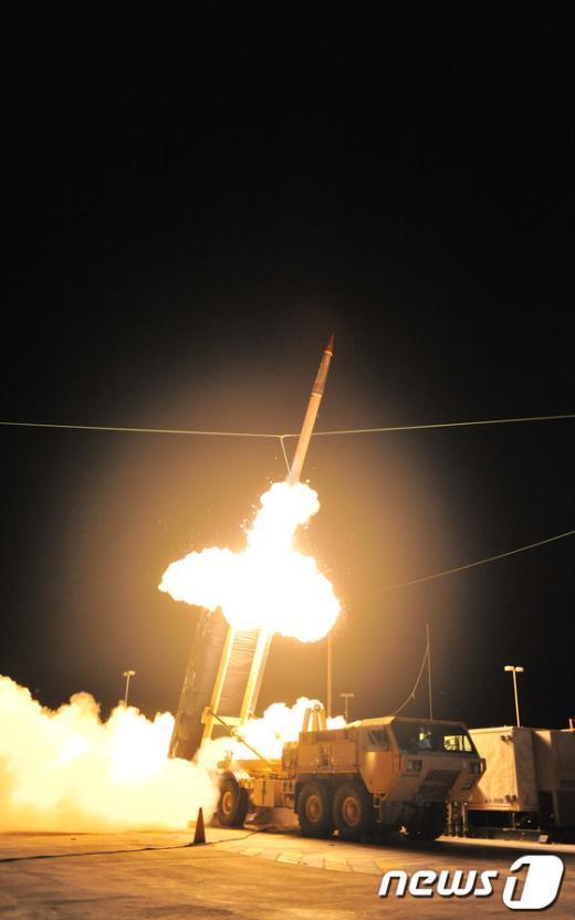 미국의 고(高)고도 미사일방어체계인 사드(THAAD)의 발사장면.(록히드마틴 제공) 2014.06.03/뉴스1 © News1