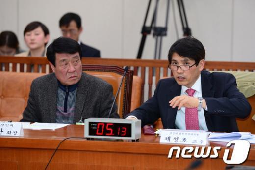[사진]'대북전단 향한 다른입장'