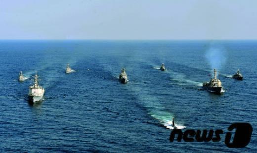 [사진]한미 해군, 해상기동훈련