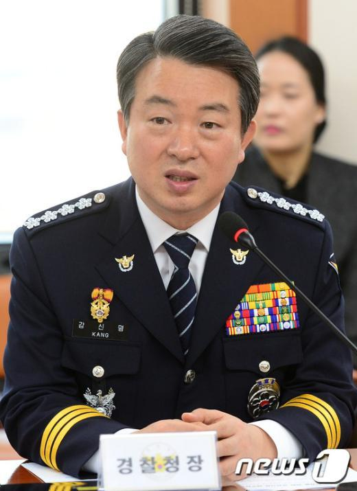 [사진]인사말하는 강신명 경찰청장