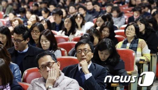 [사진]진지한 표정의 진학지도 교사들