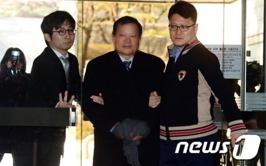 [사진]'방산비리' 예비역 권모 준장 영장실질심사 출석