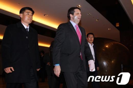 [사진]주한미군 초청만찬 참석하는 리퍼트 대사