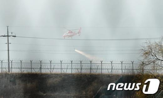 [사진]파주 DMZ 화재 '철책 안 화재진압'