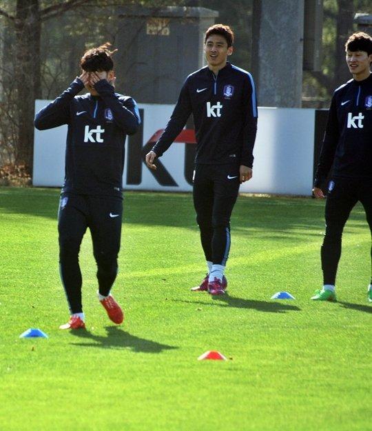(왼쪽부터) 손흥민, 구자철, 이재성. /사진=김우종 기자<br /> <br />