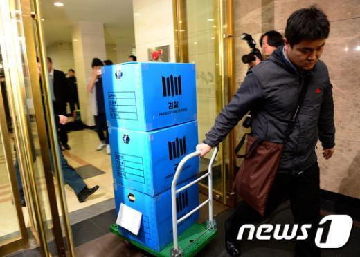 [사진]검찰, 교육부·중앙대·박범훈 전 수석 자택 등 압수수색