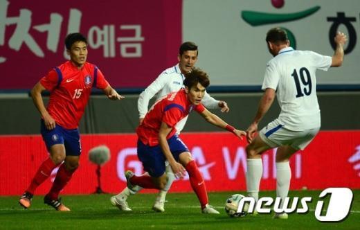 [사진]공을 향한 투지 불사르는 한국연
