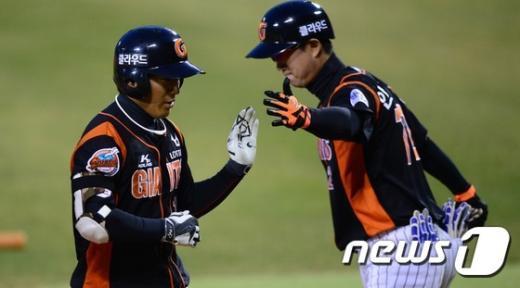 [사진]하준호, 올시즌 첫 홈런