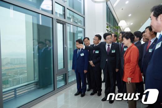 [사진]박근혜 대통령, 광주전남혁신도시 방문