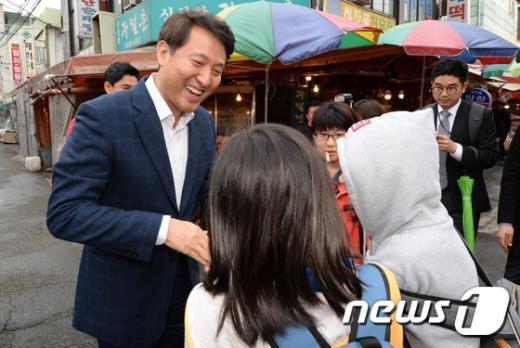 [사진]오세훈 전 시장 '어린이들과 즐거운 대화'