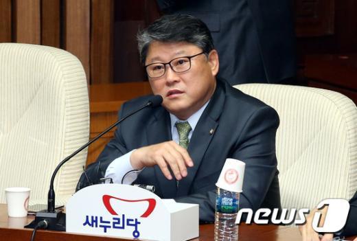 조원진 새누리당 의원이 13일 오전 서울 여의도 국회에서 열린 주요당직자회의에서 발언하고 있다. 2015.3.13/뉴스1 © News1 이광호 기자