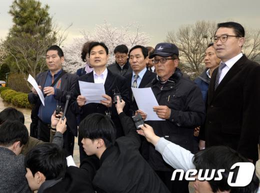 [사진]관악을 지역당원들 '동교동계 지원 반대'