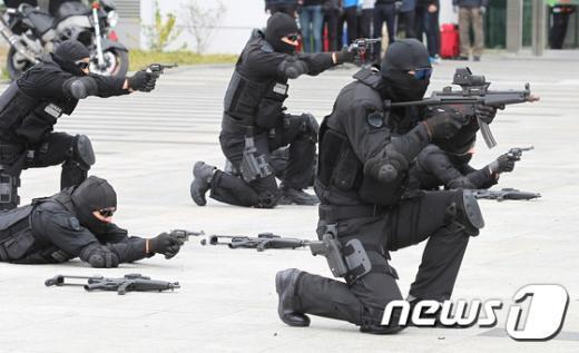 [사진]대테러훈련 '영화의 한장면처럼'