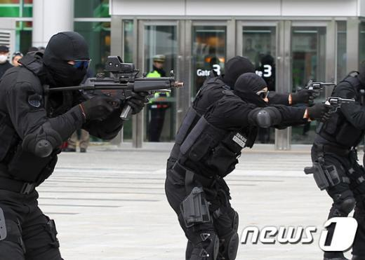 [사진]경찰, 세계물포럼 테러 대비 실전훈련