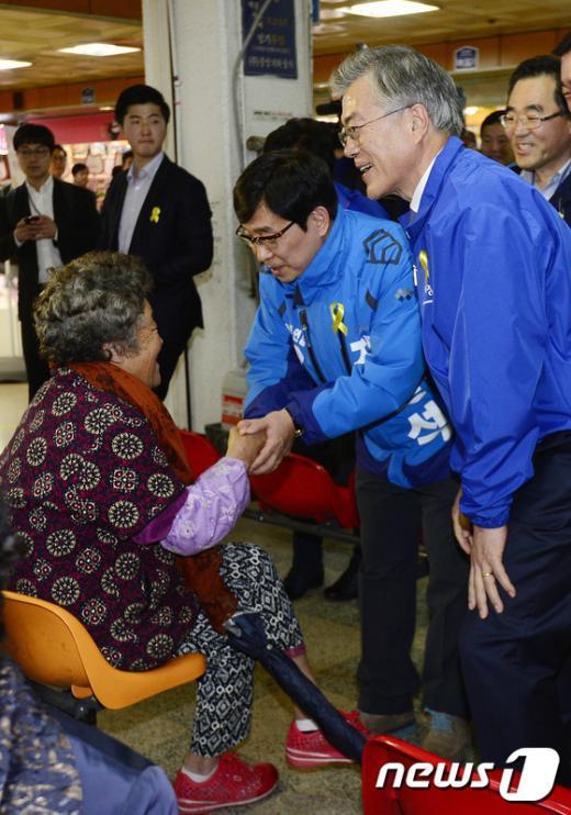 [사진]선거운동 지원나선 문재인 대표