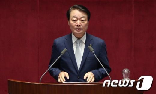 [사진]대정부질문하는 한선교 의원