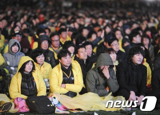 [사진]가수 김장훈 '약속의 밤' 행사 참여