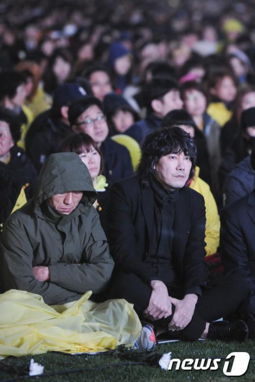 [사진]가수 김장훈, 세월호 희생자 추모 행사 참여