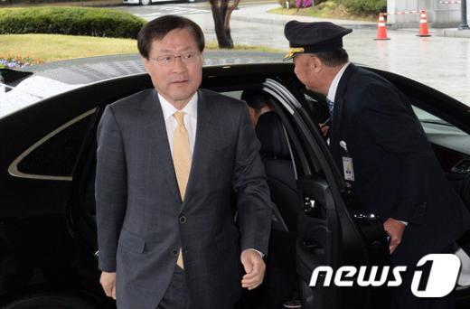 [사진]출근하는 김진태 검찰총장