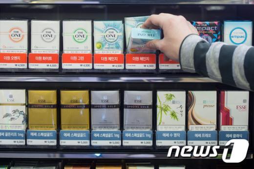 편의점에서 판매 중인 담배./뉴스1 © News1 유승관 기자