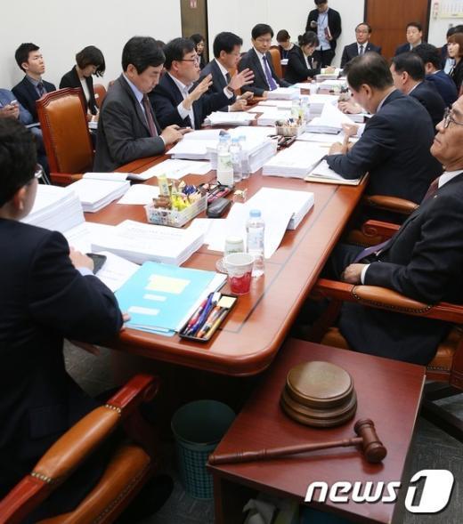 [사진]정무위 법안심사소위원회