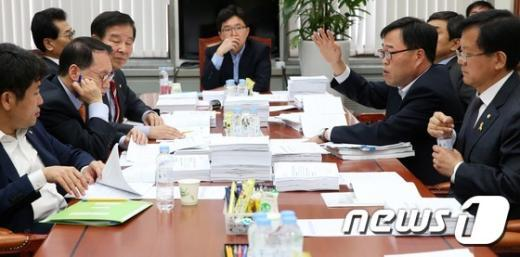 [사진]정무위 법안심사소위, 크라우드 펀딩법 심사