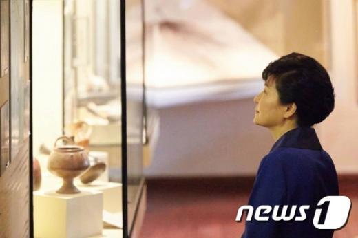 [사진]박 대통령, 페루 역사박물관 방문