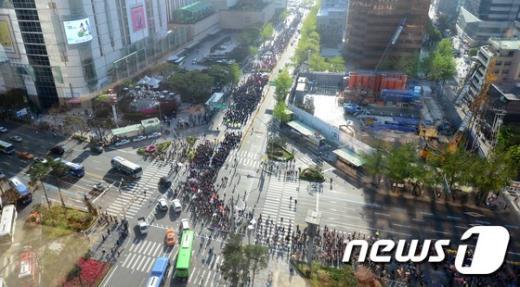 [사진]민주노총 총파업 출정식... 서울 도심 행진