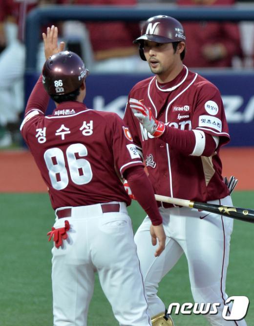 [사진]넥센 서동욱 '2타점 홈런'