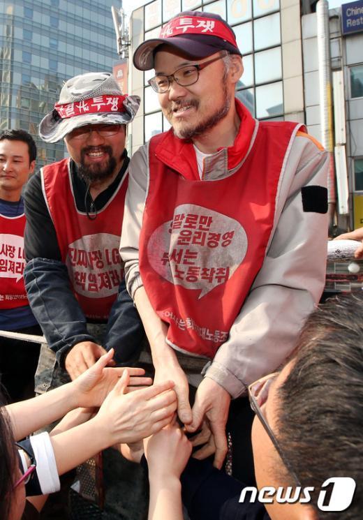 [사진]SKB·LGU+ 비정규노동자 '80일 만에 땅으로'