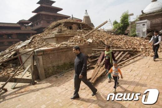 지진으로 건물이 붕괴된 네팔 랄릿푸르(Lalitpur)의 참혹한 모습. (초록우산어린이재단 제공) /뉴스1 © News1 이종덕 기자