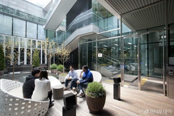 구글 캠퍼스 서울의 야외공간. 이곳에서도 자유롭게 창업자가 네트워킹을 형성할 수 있다/사진제공=구글코리아