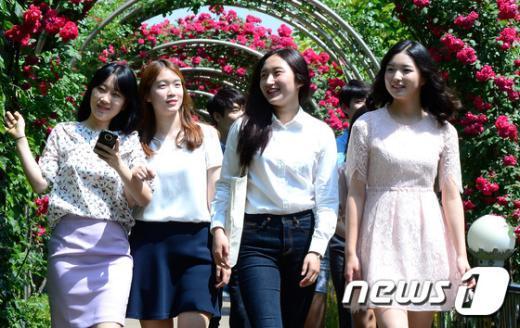 [사진]장미꽃과 미녀들