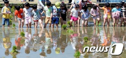 [사진]'꼬마 농부 나가신다'