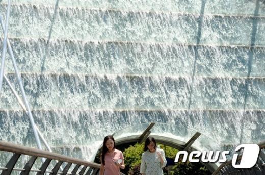 [사진]시원한 폭포가 생각나는 날씨