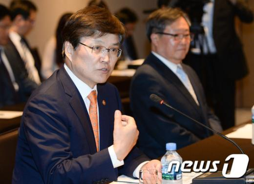 [사진]인사말하는 최양희 장관