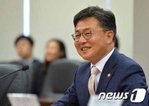 홍용표 통일부 장관 2015.5.18/뉴스1 © News1 송원영 기자