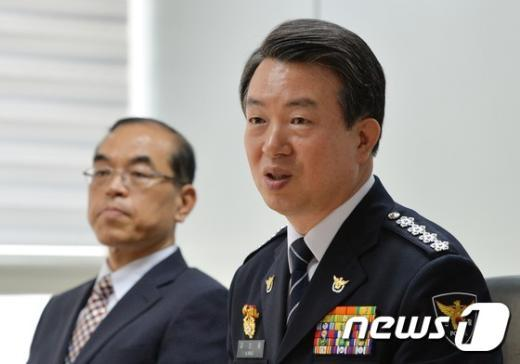 [사진]인사말하는 강신명 경찰총장