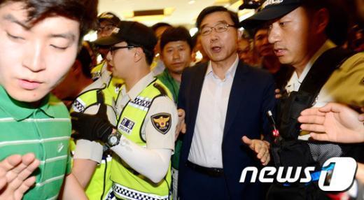 [사진]양대 노총에 가로 막힌 이기권 노동부 장관