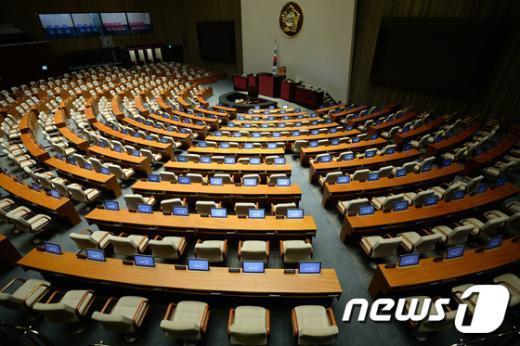 [사진]여야, 공무원연금 개혁안 막판 진통... 지연되는 본회의