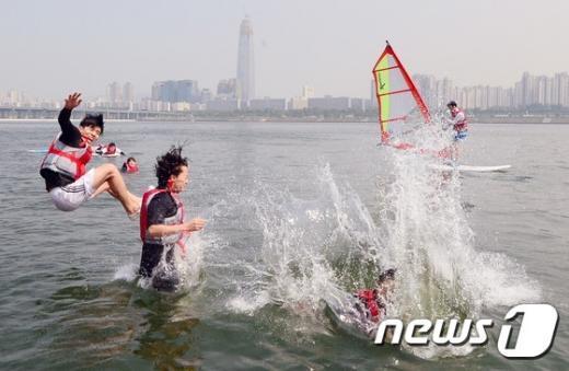 [사진]5월의 여름 '한강물로 풍덩'