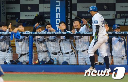 [사진]NC이종욱 두산 상대로 선취점