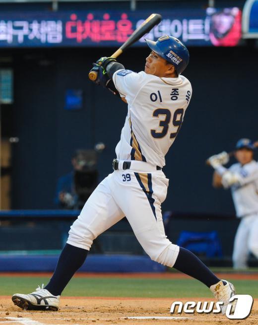 [사진]이종욱 '홈런 스윙'
