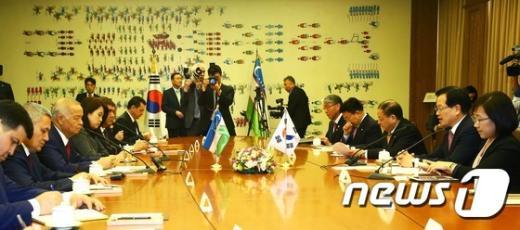[사진]정의화 국회의장, 우즈베키스탄 대통령 접견