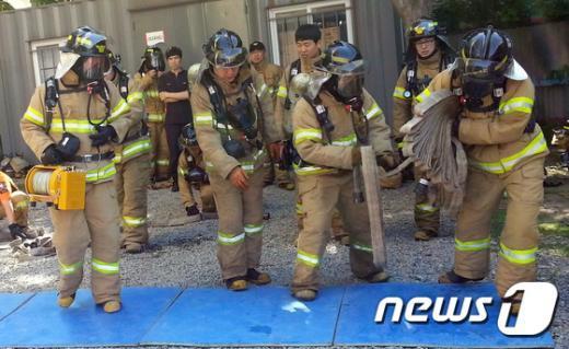 [사진]대구 119 대원들 폭염속 훈련